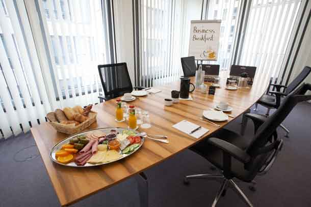 ApartHotel: Conference Business Breakfast